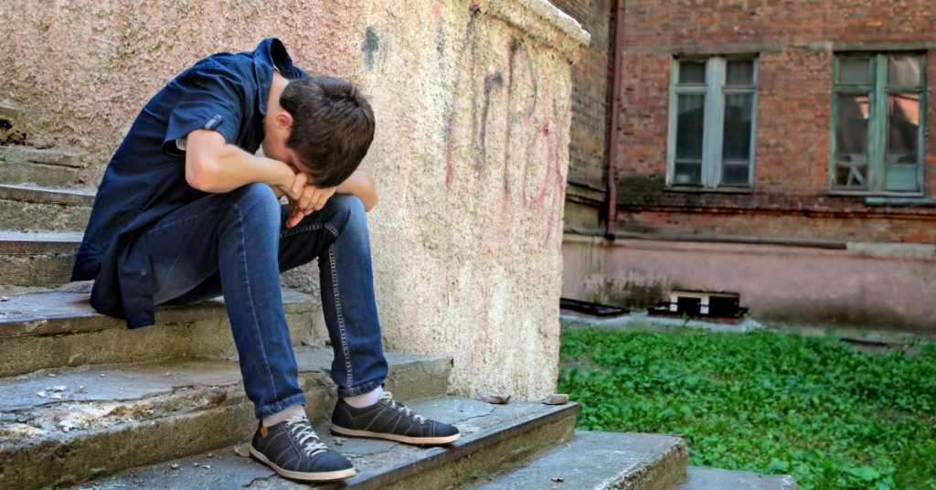 Comparing Therapy Versus Behavior Modification for Your Troubled Teen